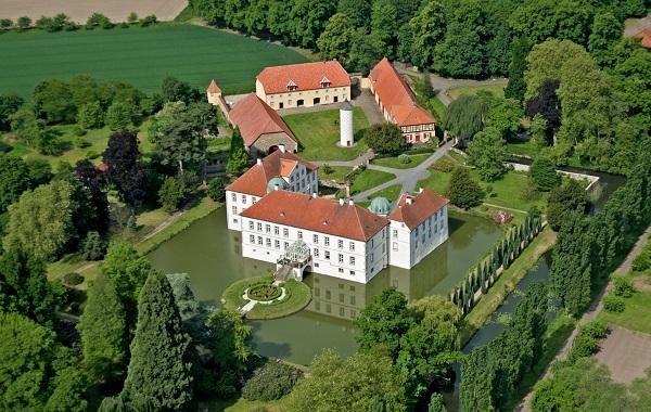 Schloss H Nnefeld Waldbestattung Im Ruheforst Schloss